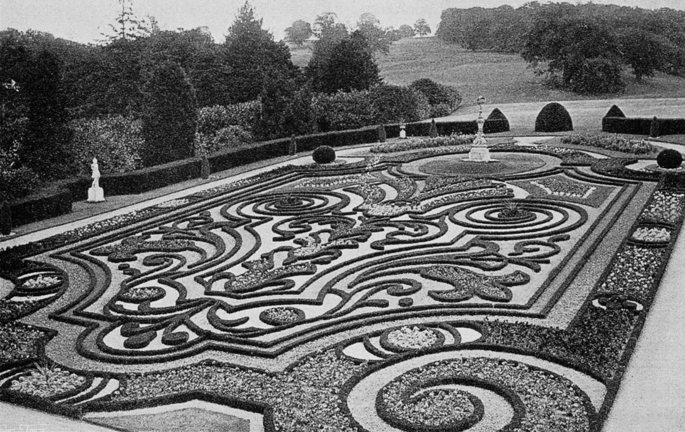 Neobarokk hímzéses parter Angliában – a tiszadobi parterrel azonos tervező műve, 19. század vége.