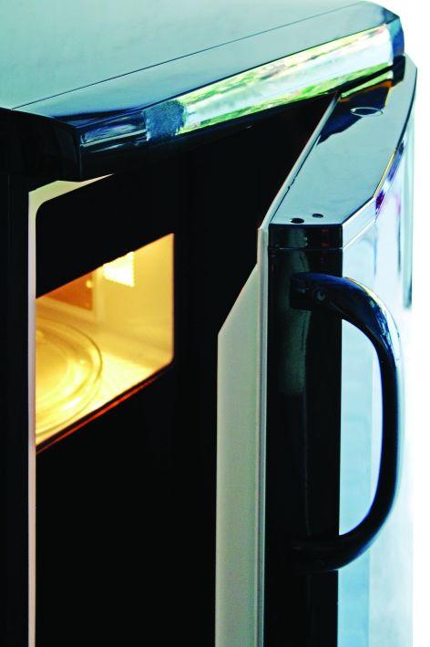 Passive Isotermia (2008, hűtőszekrény, mikrohullámú sütő, fekete plexi, autófényezés, 145×59×61 cm)